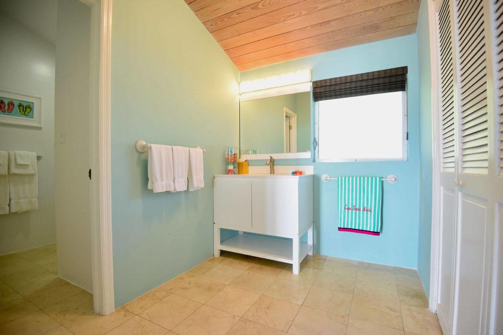 Beachfront bungalow bathroom